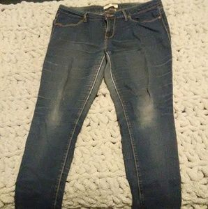 No Boundaries Woman's Blue Jeans Size 15